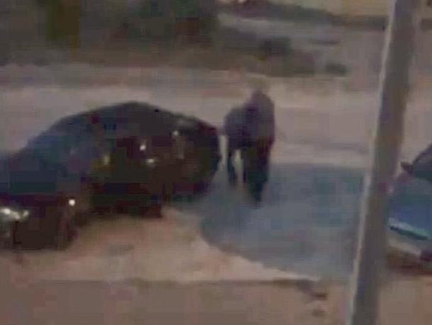 Мужчина по просьбе жены застрелил соседа за громкую музыку во дворе в Волжском