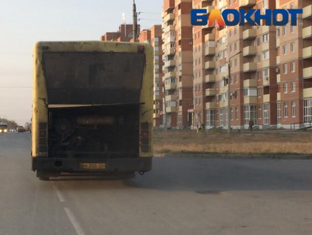 Раскуроченный пассажирский автобус колесил по Волжскому