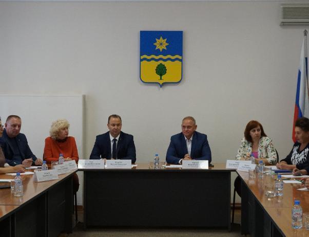 Глава Волжского обсудил с подчиненными подготовку к зиме