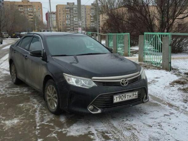 Автохамка наплевала на детей-пешеходов в Волжском