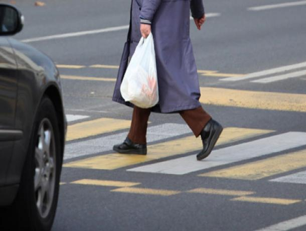 В Волжском «Тойота Ленд Крузер» наехала на женщину на пешеходном переходе