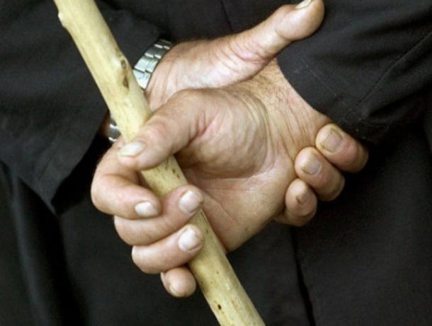 Обозленный среднеахтубинец убил спящего приятеля черенком от лопаты