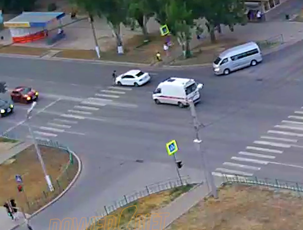 Несущийся велосипедист по «зебре» угодил под колеса в Волжском