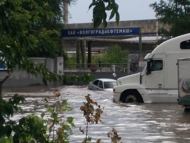 В затопленном Волгограде ввели режим чрезвычайной ситуации