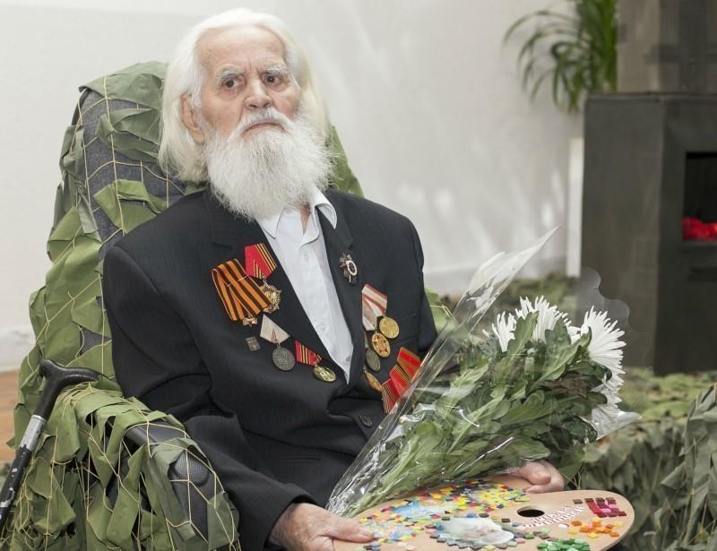 6 июля на 90-м году ушел из жизни известный волжский художник-монументалист Николай Бароха