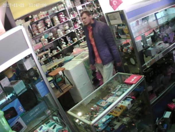 Дерзкого грабителя ювелирных украшений объявили в розыск в Волжском