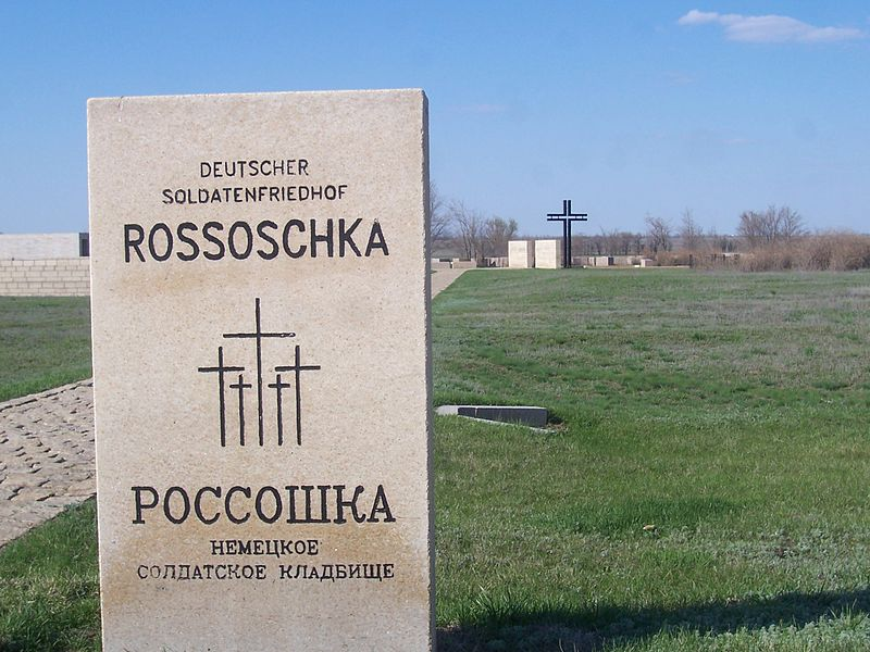 800px-German_soldiers'_cemetery_Rossoshka._Tomb_of_the_established_names_of_the_soldiers_02.jpg